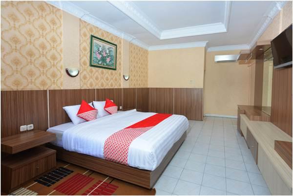 Kamar Hotel Capital O 606 Hotel Bhinneka. Hotel paling dekat dengan Galeria Mall Jogja.