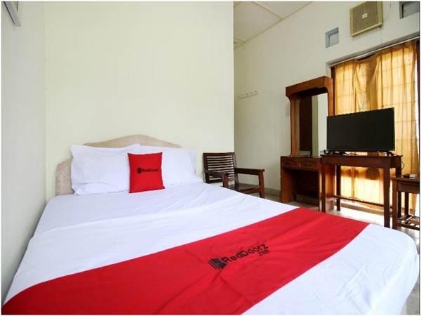 RedDoorz near Sanata Dharma University salah satu hotel paling murah di kecamatan Depok Yogyakarta. Tarif untuk booking akomodasi ini hanya 100 ribuan per malam. (Sumber: PegiPegi)